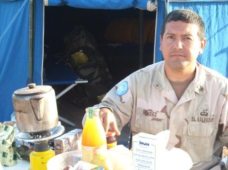 Santiago Mendez, πλωτάρχης των πεζοναυτών από το Ελ Σαλβαδόρ, ίσως η πιο καθαρή, στιβαρή φυσιογνωμία του Oum Dreyga. Και φίλος...